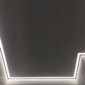 Натяжной потолок с контурной подсветкой